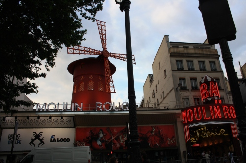 Moulin rouge-Pigalle-juin 2009.