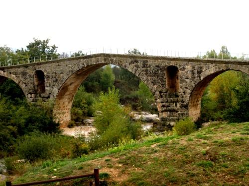 Le pont Julien-à 8,5 km d'Apt