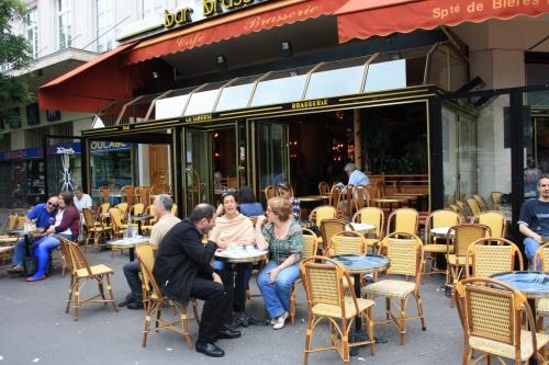 Montparnasse-le dehors d'une brasserie.